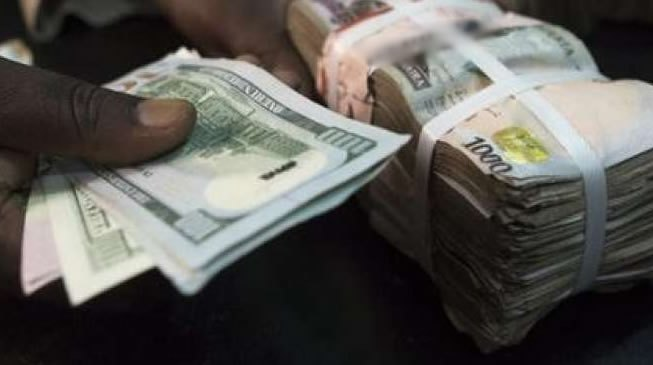 Naira falls as foreign reserves declines