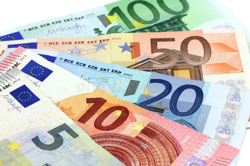 Euro rises on hopes of Italian budget compromise