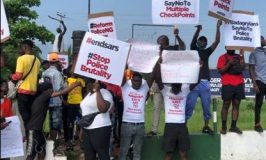 #EndSARSProtest: Badagry Youths Protest Against Multiple Checkpoints and Police Extortion on Lagos-Badagry Expressway